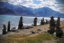 Stone Chortens ;) which i would like to call Lagori Chortens on the banks of the lake.